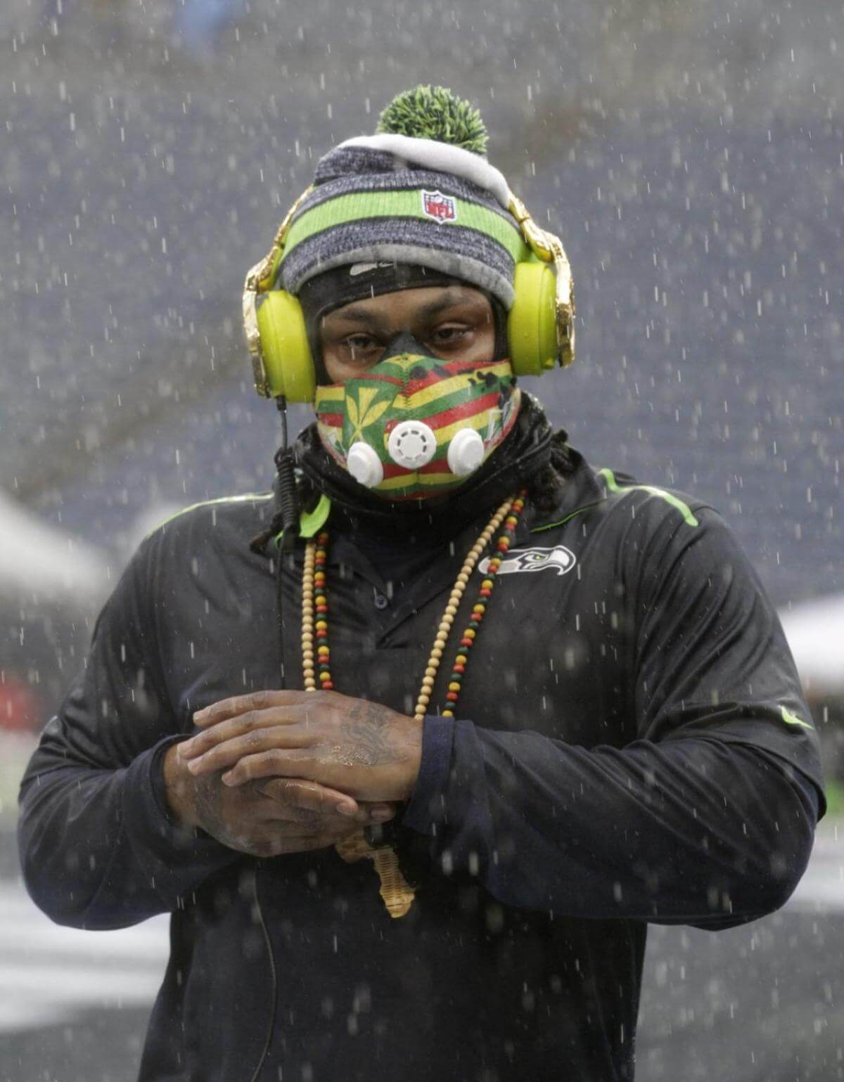7b4c78bddb0742 Ny Daily News  NFL was prepared to eject Marshawn Lynch from  Seahawks-Packers game over gold cleats